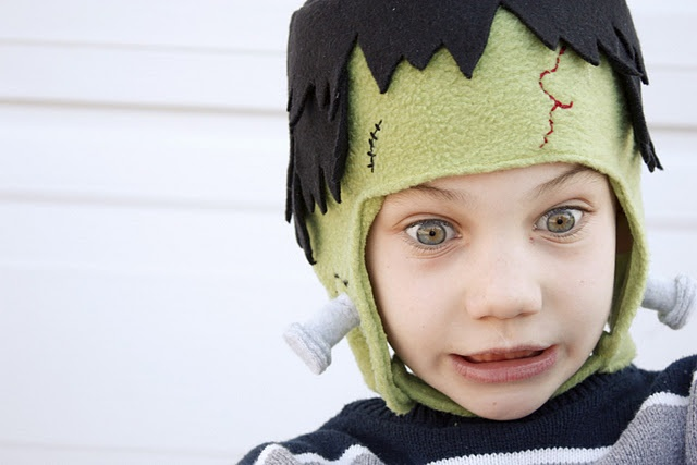 Frankenstein's monster hat. Might have to make one of these for Mr D next year....it's a way of dressing up but not dressing up too much for him. Full tutorial on deliacreates.blogspot.com: http://deliacreates.blogspot.com/2011/10/hey-frankie.html