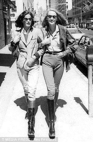 Jerry Hall with friend Barbara Allen in downtown Manhattan in 1978