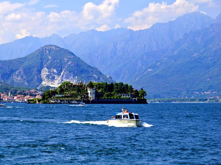 Image from http://www.traveltop.net/wp-content/uploads/2012/09/Isola-Bella-Lake-Maggiore-Stresa-Piedmont-Italy.jpg.