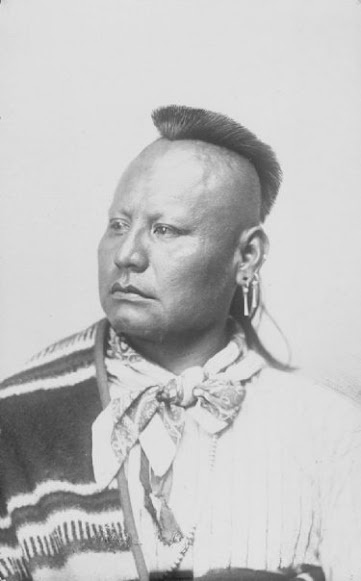 Ma-Chet-Seh - Osage Chief - in costume with ornaments - (Unknown date and photographer).