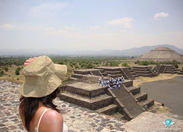 🇧🇷 A história inicial de Teotihuacan é bastante misteriosa, e a origem de seus fundadores é incerta. Está localizado no Estado do México, a 40 km ao nordeste da Cidade do México. 🇺🇸 The early history of Teotihuacan is quite mysterious, and the origin of it's founders is uncertain. It's located in the State of Mexico 40 kilometres (25 mi) northeast of modern-day Mexico City.