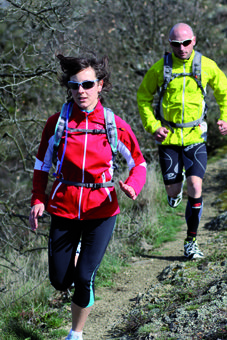 Les 10 conseils pour faire son premier trail cet été, les points clés d'une bonne préparation, les erreurs à éviter et un plan d'entraînement complet en 8 semaines.