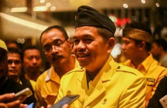 Berita Islam ! Waduh Dedi Mulyadi Ditolak Ulama Golkar Kena Imbasnya Kenapa?... Bantu Share ! http://ift.tt/2vUEFha Waduh Dedi Mulyadi Ditolak Ulama Golkar Kena Imbasnya Kenapa?  Puluhan ulama Jawa Barat tergabung dalam ormas Gerakan ulama (Gema) Jabar menolak secara tegas Dedi Mulyadi menjadi Cagub Jabar 2018 mendatang. Bahkan para ulama ini berencana akan memberikan masukan ke DPP Golkar agar tidak memberikan rekomendasi Cagub Jabar ke Dedi Mulyadi. Bukan tanpa alasan selama ini Dedi…