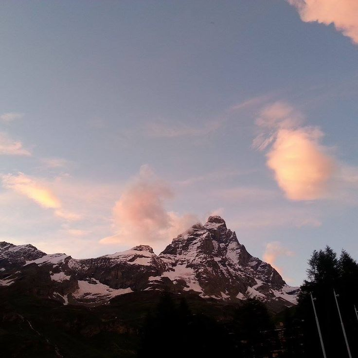 il Cervino tramonto oggi 16.07.2014 the Cervino sunset today 2014.07.16  photo by Ombretta MENABREAZ #cervino #150anniconquistadelcervino #150yearsconquestofthecervino #guidealpinedelcervino #breuilcervinia #valtournenche #aostavalley #landscape #italy #montagna #mountains #mountain #mountainphotos #alps #alpi #alpinismo #skyrunning #runner #running #instarunners #sportdimontagna #instatrail #mountainlover #wildlife #clubdeskivaltournenche