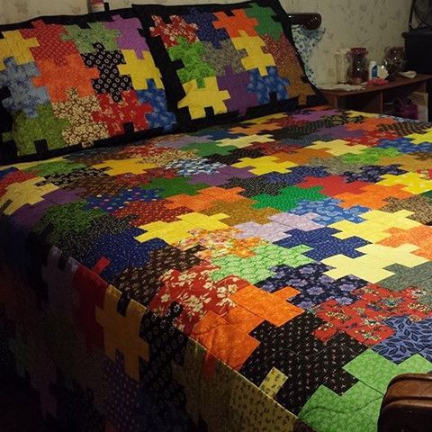 Jigsaw Puzzle Quilt with two standard quilted pillow shams-free pattern & 137 best Quilt Patterns images on Pinterest | Sewing ideas Quilt ... pillowsntoast.com