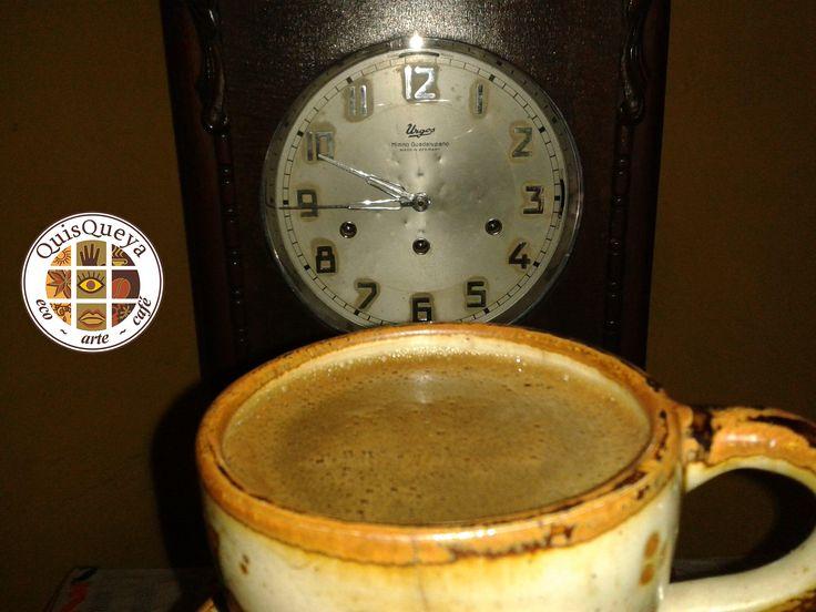 """¡Ya casi es hora! Sí, a las 9 de la noche abrimos QuisQueya eco-arte-café y es hora de disfrutar de un café La FLOR de Suchitlán, que bien puede ser """"alegre"""" (con mezcal), turco, expreso, """"cortado"""" (con leche), americano, capuchino o el típico de aquí de Comala, el café de olla. ¡Todos nos encantan!"""