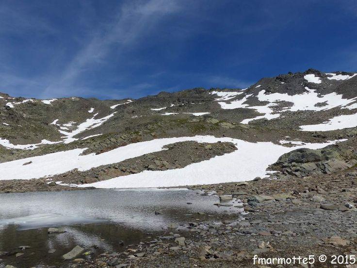 Ce 29 juin 2015 lorsque nous sommes revenus au Refuge des Drayères, le gardien nous a dit : « Comment c'était là-haut ? Jamais personne y monte à pied, c'est plutôt un itinéraire de ski de rando ! » « Beaucoup de pierres, une belle caillasse et un magnifique...