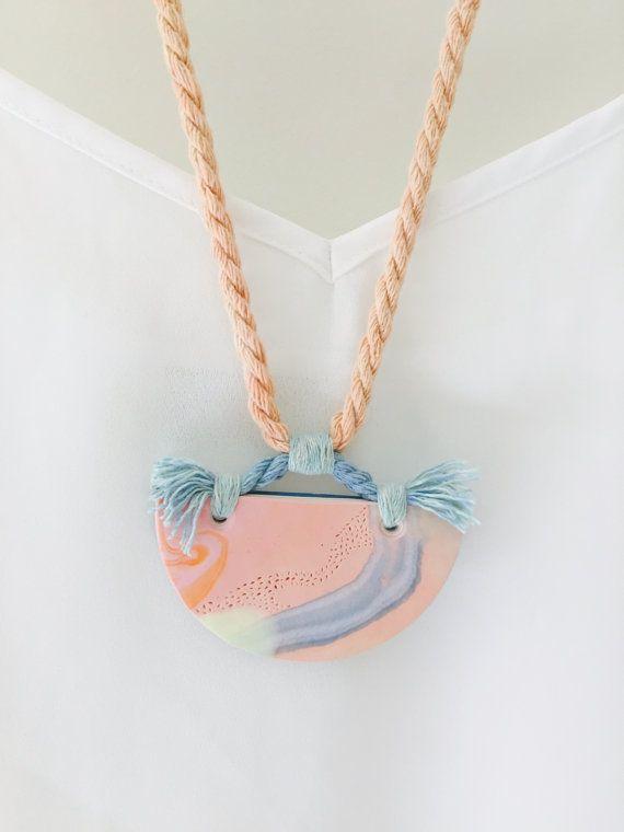 Polymer clay and rope necklace por Kelaoke en Etsy