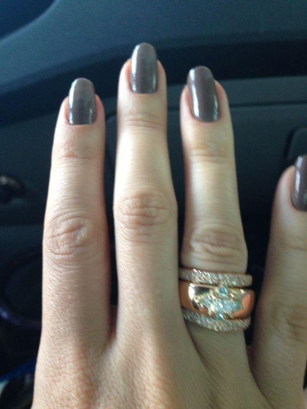 Armario Retro ~ Anel de noivado em ouro rose e diamante com os aparadores Muito lindo!! Alianças de