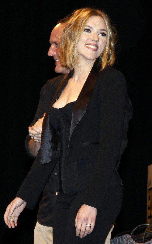 Foi só a Cris falar que ia cortar os cabelos na altura dos ombros que a Scarlett Johansson se adiantou e cortou antes.