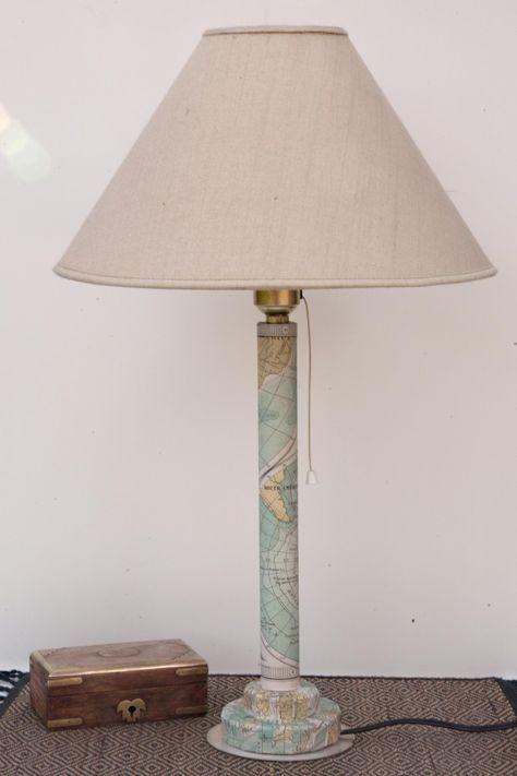Pié de lámpara hecho con un tubo de cartón reciclado.http://www.porcuatrocuartos.com/pie-lampara-con-tubo-carton/4516