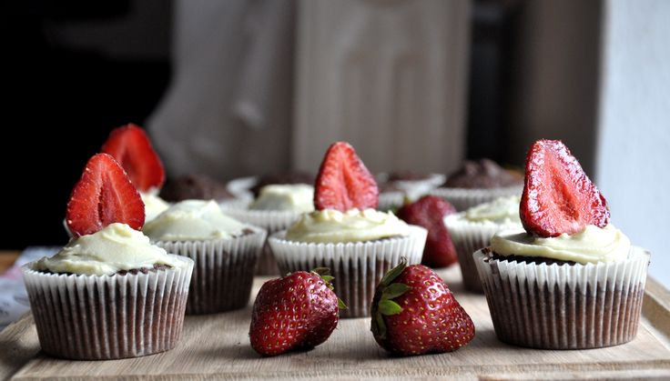 cocoa-coffee-white chocolate-strawberries cupcakes
