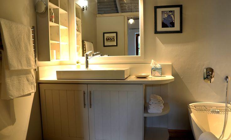 Selsey Cottage: en-suite bathroom FIREFLYvillas, Hermanus, 7200 @fireflyvillas  ,bookings@fireflyvillas.com,  #SelseyCottage  #FIREFLYvillas #HermanusAccommodation