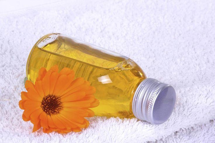 Nos conseils et nos recettes pour fabriquer vous-même, à la maison, vos propres huiles de massage. Huile minceur, huile relaxante ou huile sensuelle, à vous de choisir.