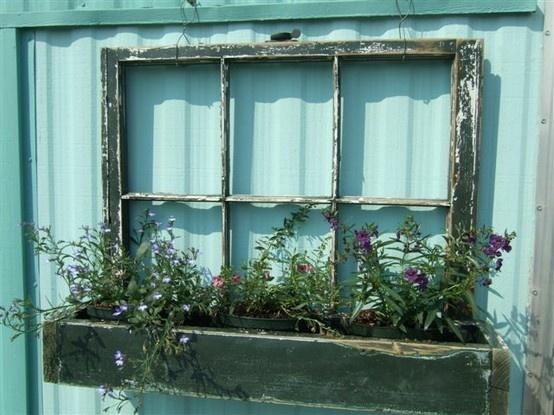 making & putting on my garage: Old Window Frames, Ideas, Window Flowers Boxes, Oldwindow, Old Windows, Window Panes, Gardens, Planters Boxes, Window Boxes