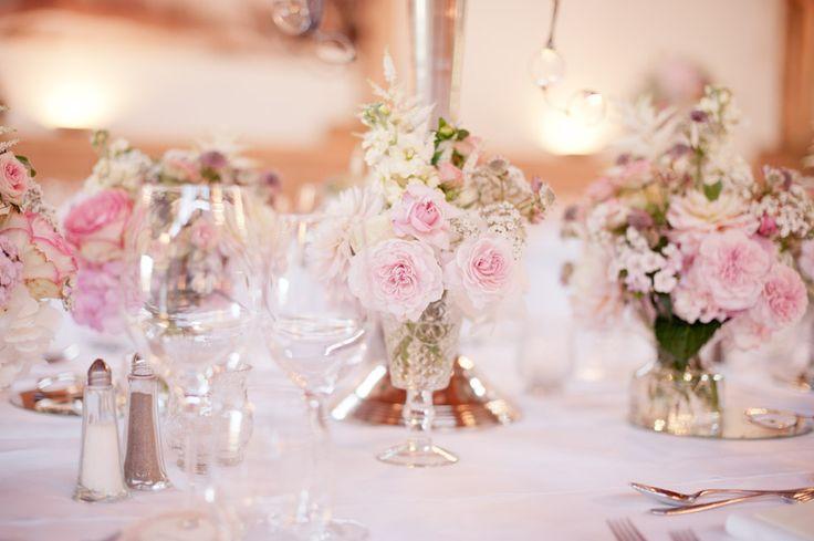 rosa wei kleine vasen hochzeitsdeko blumen pinterest deko. Black Bedroom Furniture Sets. Home Design Ideas