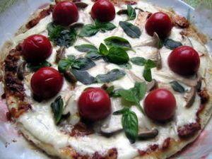 フライパンでピザ  彩り鮮やか『バジルピザ』他