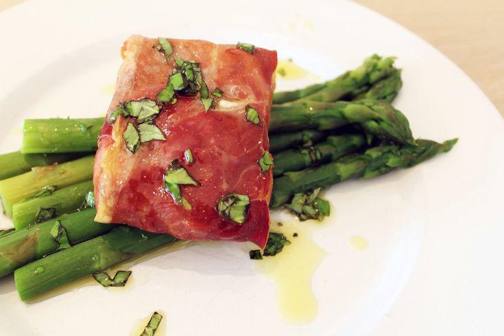 Vis en vlees samen? Dat kan echt niet! Of toch wel? In dit recept bewijzen we hoe vis en vlees samen kunnen. Een kabeljauw gewikkeld in Serranoham.