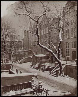 Danzig im Winter. Eine Straße mit Schnee. Original-Photographie von Rudolf Theodor Kuhn. 1908.