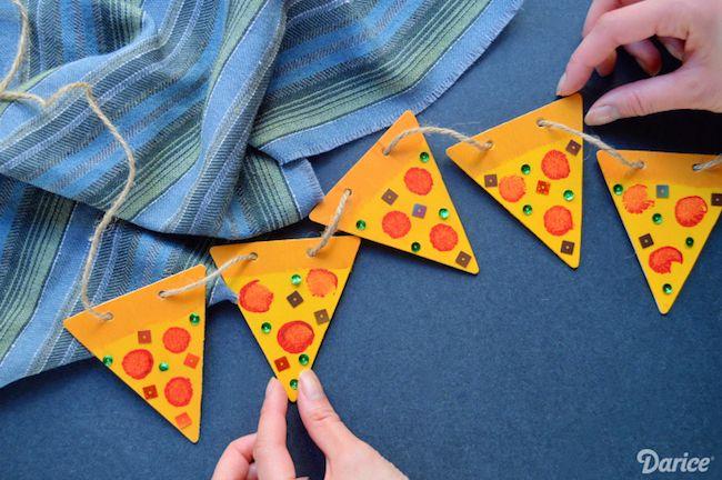 Cómo hacer una guirnalda con forma de pizzas para fiestas infantiles #decoracion #diy