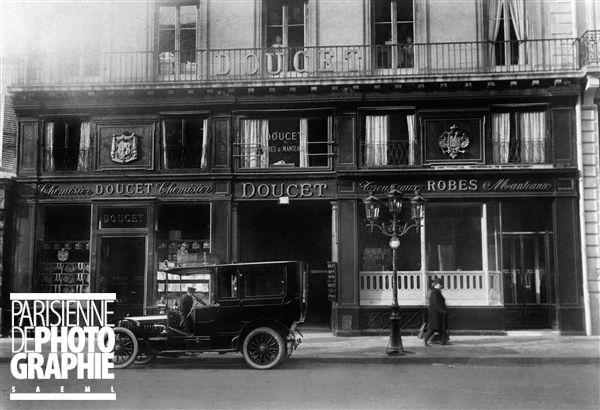 Maison Jacques Doucet (1853-1929), couturier français. Paris, rue de la Paix, 1908