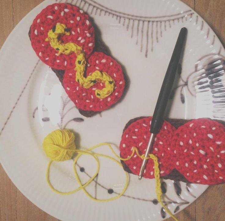 Se dette Instagram-billede af @juniper.and.gypsy • crochet smoerrebroed - hæklet legetøj - play food - toy