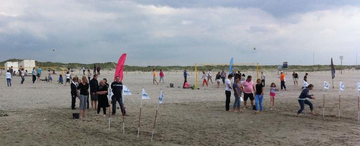 Voor een #zeskamp beschikken wij over allerlei #leuke en #ludieke #strandactiviteiten die wij voor u samen gesteld hebben. Boek jouw zeskamp nu bij http://www.wato-events.nl
