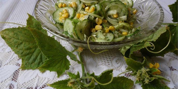 Sałatka z kukurydza ogórkiem i sałatka