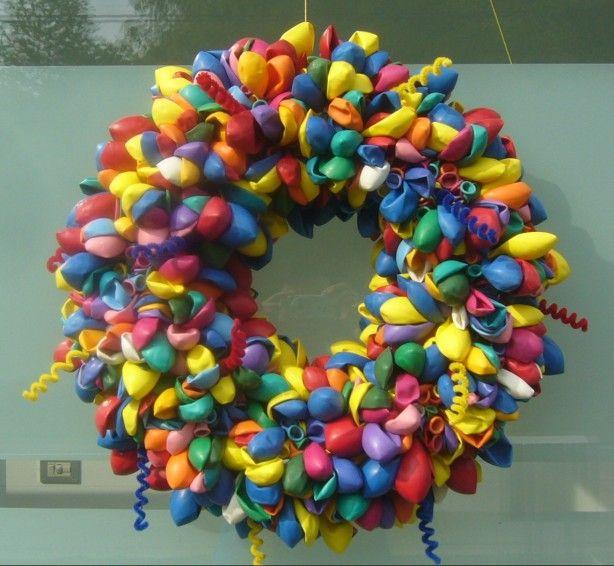Krans van 30 cm zitten 800 ballonnen op ! Veel complimenten gekregen