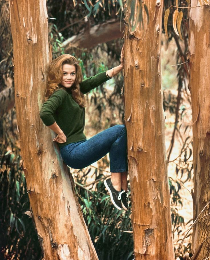 Jane Fonda balances between two trees