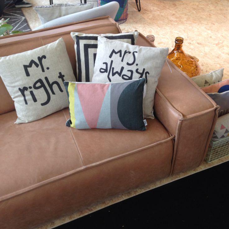 Leren bank van @festamsterdam | gezien op de woonbeurs | livingroom |