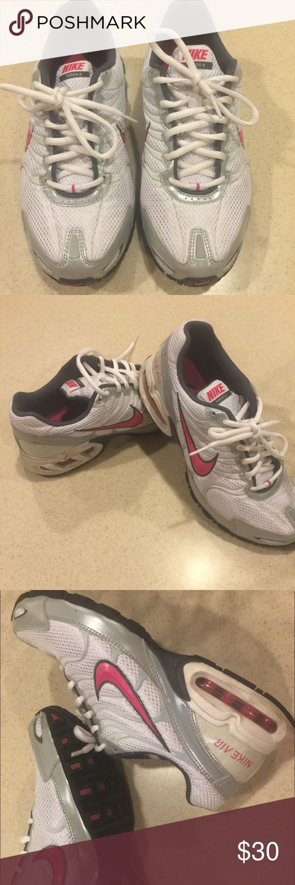 Nike Air Max Sneaker size 8.5 USA Nike Air Max Ladies sneaker, size 8.5 USA. Great condition! Nike Shoes Athletic Shoes