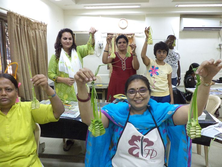 Students recently held leaf manipulation workshop, learning to make lantern out of coconut palm leaf.