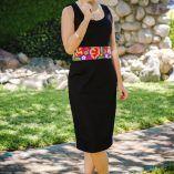Tela: Gabardina strech Tipo de bordado: A mano con aguja Región en la que se elabora: Istmo de Tehuantepec Diseño: Vestido recto con fajilla en la cintura