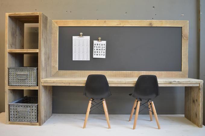 Toffe speeltafel van steigerhout in combinatie met een magnetisch krijtbord.