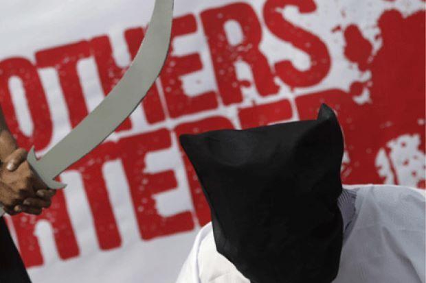 Putera Arab Saudi dihukum bunuh selepas bersalah bunuh orang   Seorang putera Arab Saudi dijatuhi hukuman mati selepas didapati bersalah membunuh seorang lelaki dalam kejadian tiga tahun lalu menurut Kementerian Dalam Negeri Arab Saudi.  Putera Arab Saudi Dihukum Mati Kerana Membunuh  Mahkamah Saudi menjatuhkan hukuman mati ke atas Putera Turki Saud al-Kabir kerana menembak mati seorang warga Arab Adel bin Suleiman bin Abdul Karim Mohaimeed dalam pergaduhan berkumpulan di pinggir Riyadh…