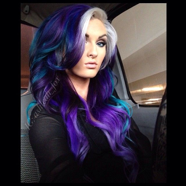 ♥♥ A little too much going on..but it looks good on her. Amazing colors ♡