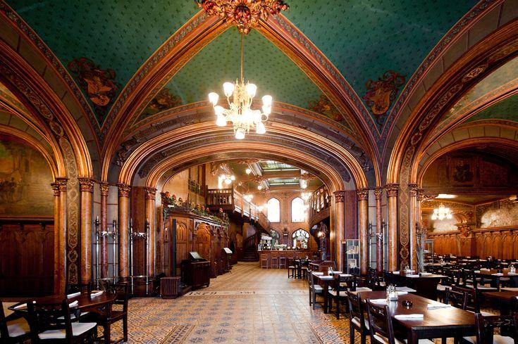 Caru cu Bere, monument historique transforme en restaurant, est un immanquable de Bucarest.