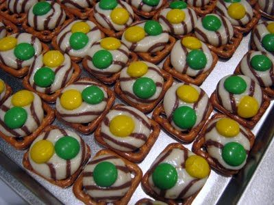 Baylor Preztel Hugs = a sweet tailgating snack. So easy & no mess!