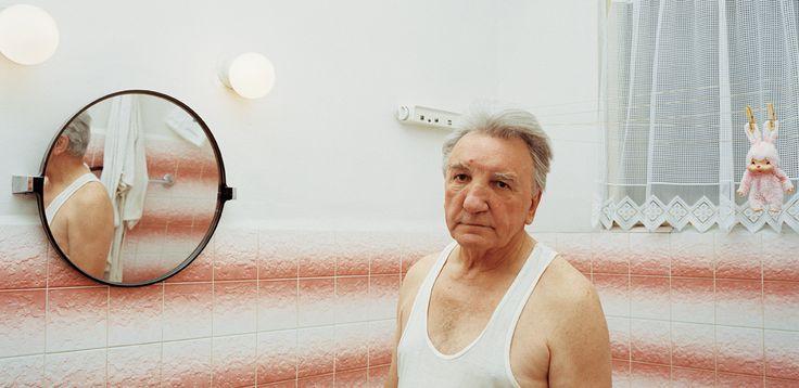 Jan_in_bathroon.jpg (1202×586)