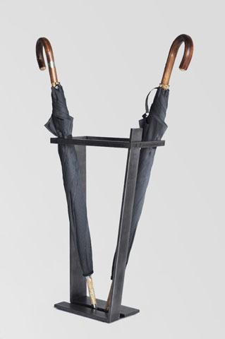 Linea: Portaombrelli con struttura in ferro ossidato  dimensioni:  L 25 cm  H 60 cm  P 17,5 cm   struttura ferro ossidato