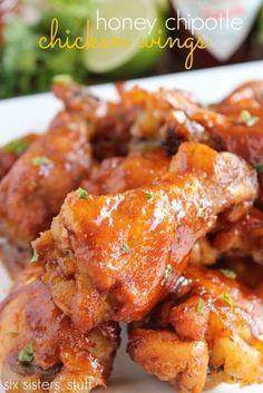 Deliciosas alitas de pollo con salsa de miel picante.
