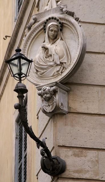 Rom, Via dei Banchi Vecchi/Piazza dell'Orologio, Madonna (Virgin Mary) by HEN-Magonza, via Flickr