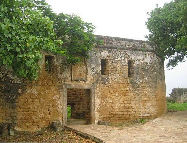 Chudanga Gada Fort is located in Bhubaneswar, Odisha. It is situated at about 14 km from the old town of Cuttack.  It is fort was constructed by Chodaganga Deva. It comes under the protected monuments of the Archaeological survey of India.