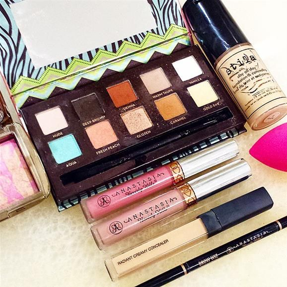 Rise and Shine it's makeup time! @anastasiabeverlyhills #mayamia palette, liquid lipsticks in Lovely