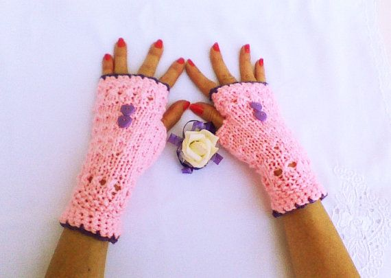 Hey, I found this really awesome Etsy listing at https://www.etsy.com/listing/175540363/pale-pink-hand-knit-fingerless-gloves