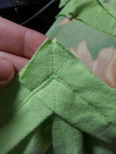 V neckline finish for stretch fabric