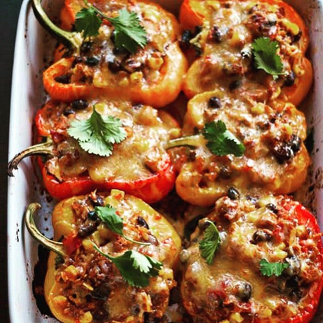 SOUTHWESTERN STUFFED PEPPERS ✨http://simplylovefood.blog.com/2012/02/25/southwestern-stuffed-peppers/