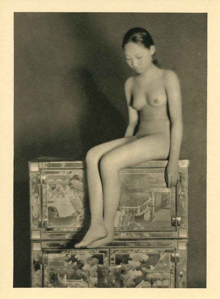 adult women in leggings nude