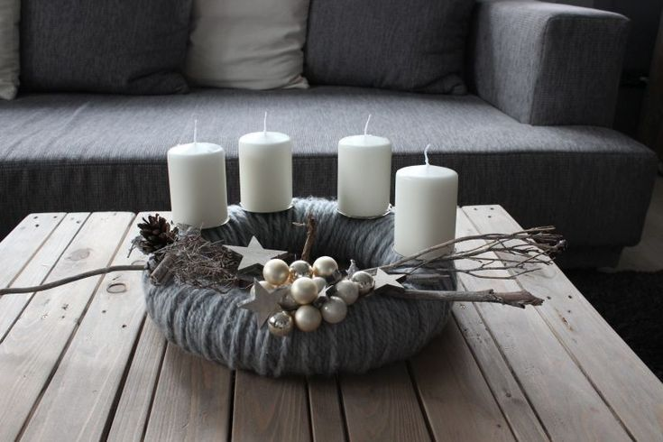 AW64 - Adventskranz aus Wolle! Wollkranz ( Handarbeit) dekoriert mit natürlichen Materialien, Kugeln, Sternen! Incl Kerzenteller! Preis ohne Kerzen 49,90€ - Aufpreis Kerzen 8,00€ - Durchmesser 38cm